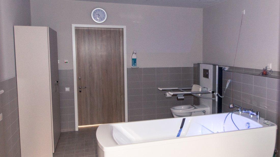 Behinderten gerechtes Badezimmer im Epilepsiezentrum Kleinwachau.