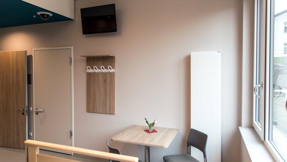 Pflegezimmer mit Sitzecke im Epilepsiezentrum Kleinwachau