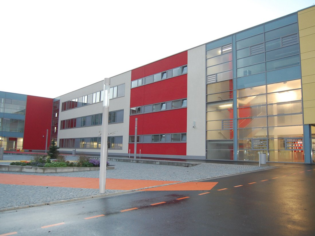 Aussenansicht Gymnasium Großröhsdorf