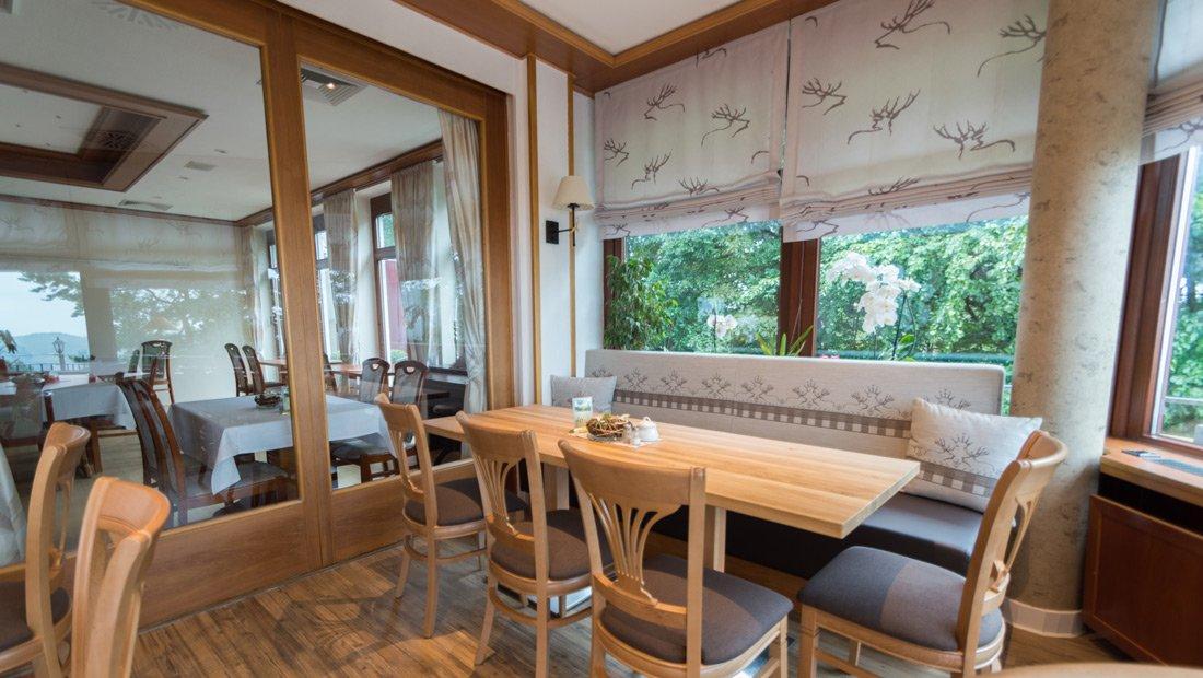 Restaurant 6er Tisch im Hotel Augustusberg in Bad Gottleuba