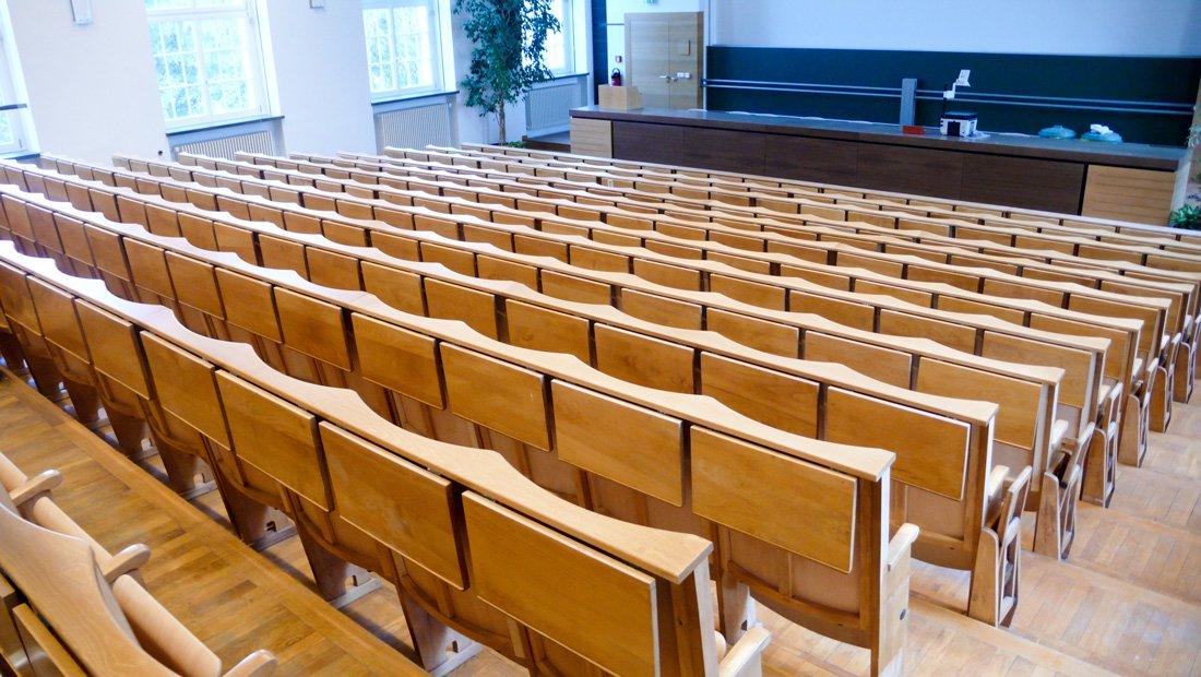 Hoersaalgestuehl in der HTW Dresden