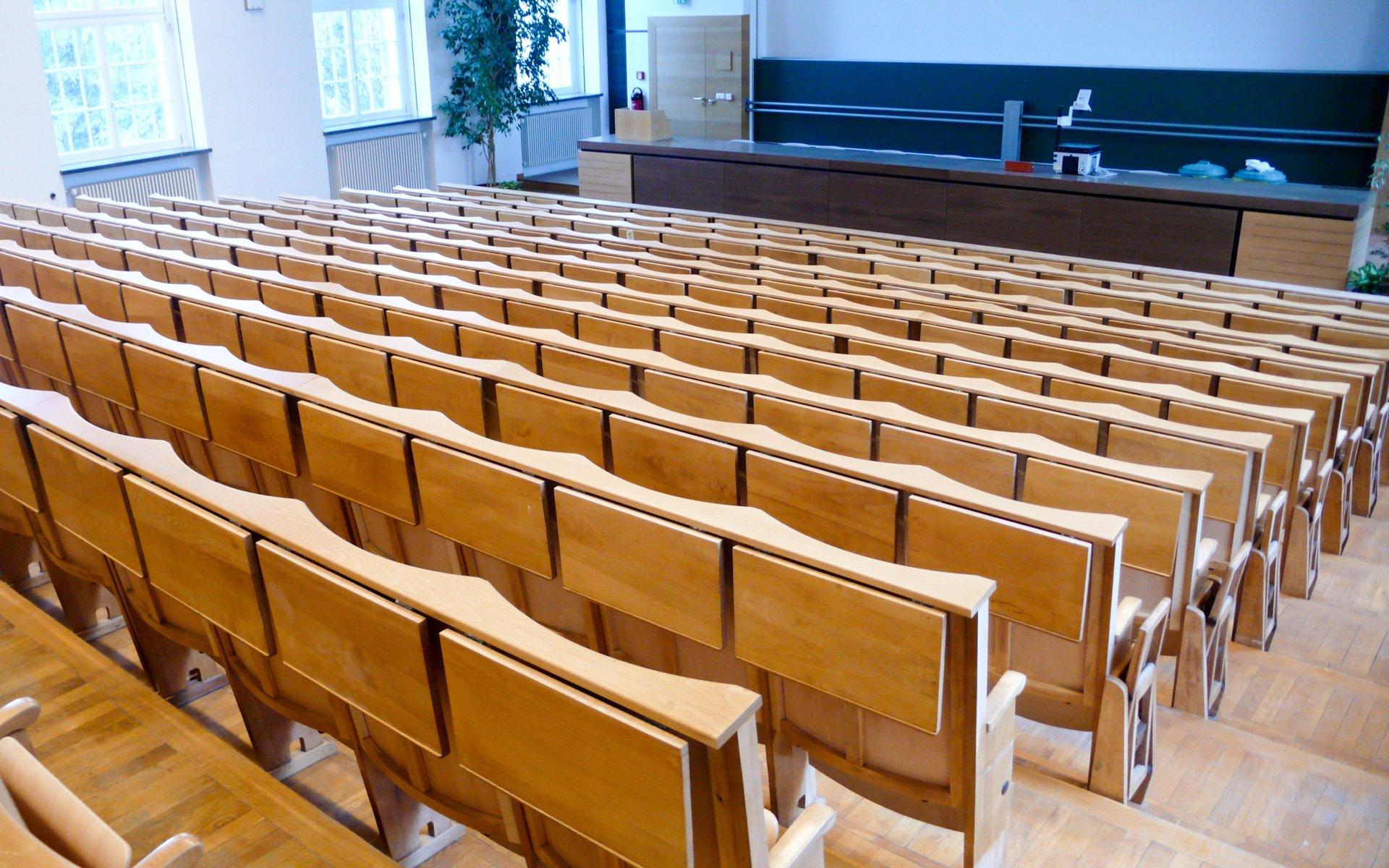 Hörsaalgestühle