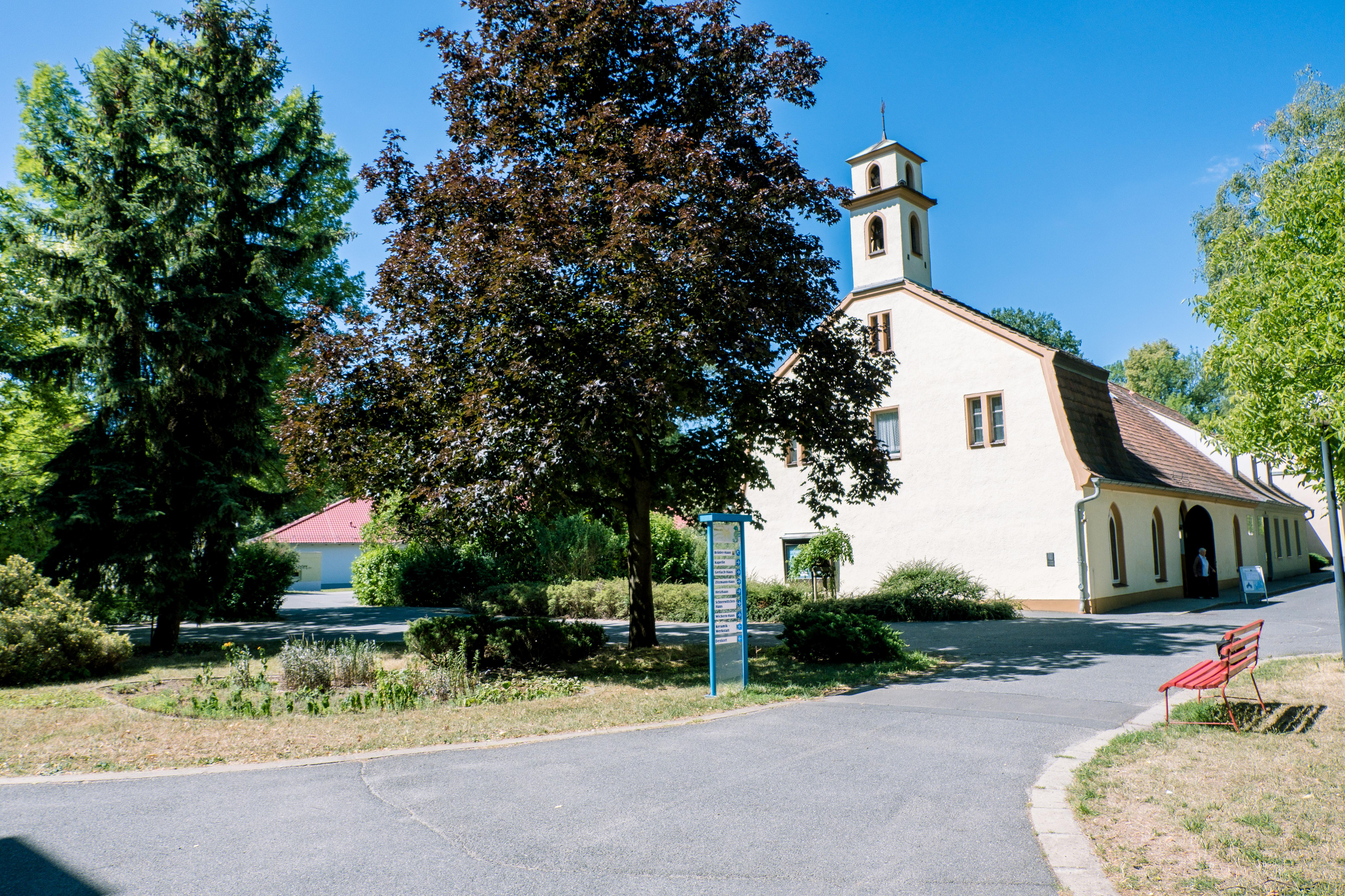 Blick zur eigenen Kapelle im Martinshof Rothenburg.