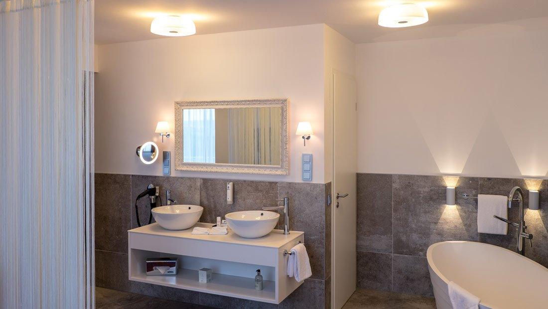 BestWestern-Lichtenwalde-Hochzeitzimmer-Bad