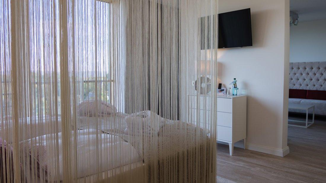 BestWestern-Lichtenwalde-Hochzeitzimmer-Vorhang