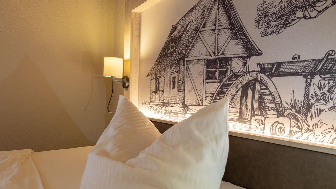 Hotel-zur-Mühle-Wusterhausen-Detail-Bettkopfhaupt