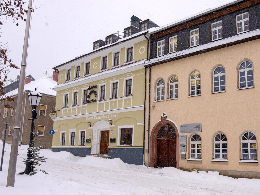 Aussenansicht Aparthotel Deutscher Kaiser in Oberwiesenthal.